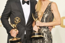 """(L-R) Ty Burrell poses with the award for """"Oustanding Supporting Actor in A Comedy Series"""" and Julie Bowen poses with the award"""