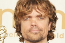 """Peter Dinklage poses with the award for """"Outstanding Supporting Actor in a Drama Series"""" in the press room"""