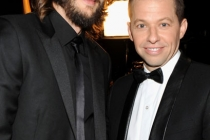 Ashton Kutcher (L) and Jon Cryer backstage during the Academy of Television Arts & Sciences 63rd Primetime Emmy Awards