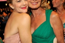 Actresses Drew Barrymore and Jessica Lange