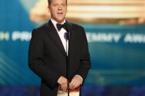 24 star Kiefer Sutherland presenting at the Emmys