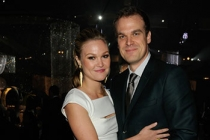 (L-R) Julia Stiles and David Harbour attend the 2011 Academy of Television Arts & Sciences Primetime Creative Arts Emmy Awards