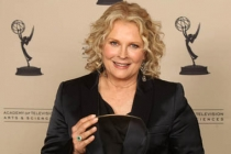 Candice Bergen with her Hall of Fame award.