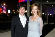 Simon Helberg (L) and Jocelyn Towne arrive at the Governors Ball