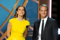 Kate Walsh (l) and Scott Bakula present an award at the 66th Emmy Awards.