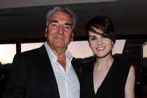 Jim Carter (l) and Michelle Dockery (r) of Downton Abbey attend the 2014 Primetime Emmys.