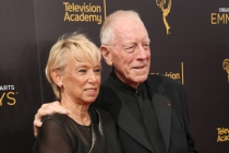 Catherine Brelet and Max von Sydow on the red carpet at the 2016 Creative Arts Emmys.