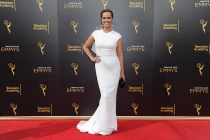 Melora Hardin on the red carpet at the 2016 Creative Arts Emmys.