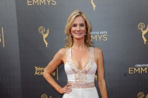 Beth Littleford arrives on the red carpet at the 2016 Creative Arts Emmys.