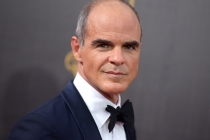 Michael Kelly on the red carpet at the 2016 Creative Arts Emmys.