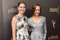 Zoe Perry and Laurie Metcalf on the red carpet at the 2016 Creative Arts Emmys.