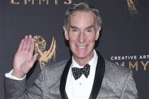 Bill Nye on the red carpet at the 2017 Creative Arts Emmys.