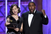 Kristen Schaal and Kenan Thompson present an award at the 2017 Creative Arts Emmys.