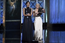 Jenna Dewan Tatum and Julianne Hough on stage at the 2017 Creative Arts Emmys.