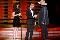 Carrie Brownstein (l) and Fred Armisen (c) present music director Don Was an award at the 2014 Primetime Creative Arts Emmys.