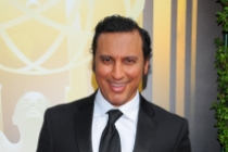 Aasif Mandvi on the red carpet at the 2015 Creative Arts Emmys.