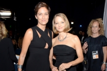 Alexandra Hedison (l) and Jodie Foster (r) backstage at the 66th Emmys.