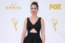 Amanda Peet on the red carpet at the 67th Emmy Awards.