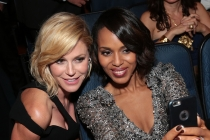 Julie Bowen and Kerry Washington at the 67th Emmy Awards.