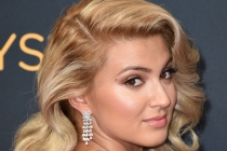 Tori Kelly on the red carpet at the 2016 Primetime Emmys.
