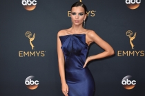 Emily Ratajkowski on the red carpet at the 2016 Primetime Emmys.