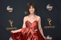 Hari Nef on the red carpet at the 2016 Primetime Emmys.