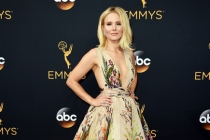 Kristen Bell on the red carpet at the 2016 Primetime Emmys.