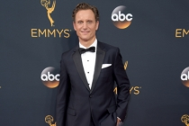Tony Goldwyn on the red carpet at the 2016 Primetime Emmys.