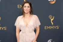 Chelsea Peretti on the red carpet at the 2016 Primetime Emmys.