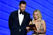 Joel McHale and Kristen Bell present an award at the 2016 Primetime Emmys.