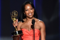 Regina King accepts her award at the 2016 Primetime Emmys.