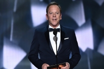 Kiefer Sutherland presents an award at the 2016 Primetime Emmys.