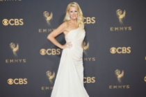 Sandra Lee on the red carpet at the 2017 Primetime Emmys.