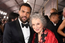 O-T Fagbenle and Margaret Atwood on the red carpet at the 2017 Primetime Emmys.