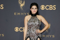 Ariel Winter on the red carpet at the 2017 Primetime Emmys.