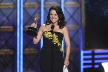 Julia Louis-Dreyfus accepts her award at the 2017 Primetime Emmys.